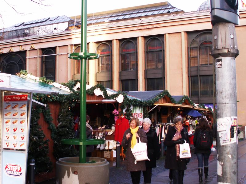 Juletræer med lyskæder udført af CL-Smed